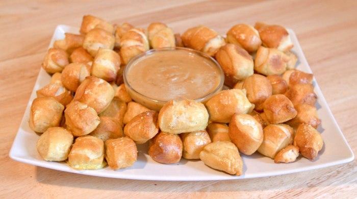 Pretzel Bites with Hot Honey Mustard