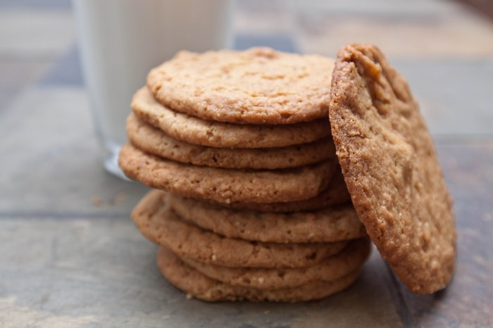 These Egg-less Peanut Butter Cookies are thin, crispy, from scratch, and super fast and easy to make!