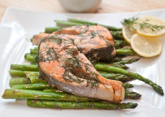 Lemon Dill Salmon and Peppered Asparagus